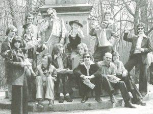 """Gruppenbild der HIB – aus """"Verzaubert in Nordost"""", S. 178"""
